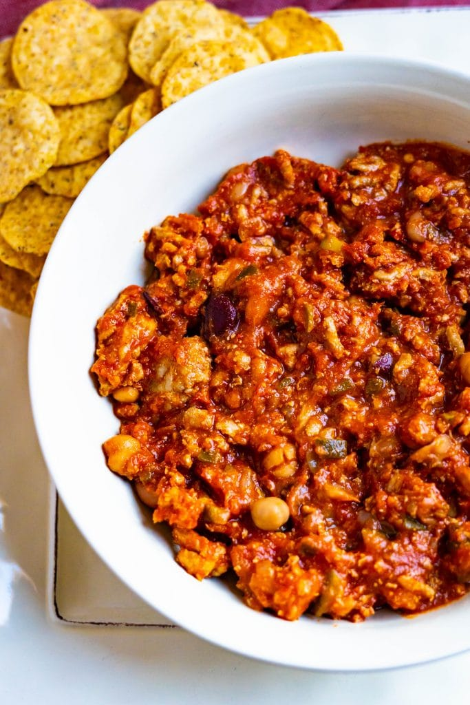 A bowl of turkey chili with nacho chips